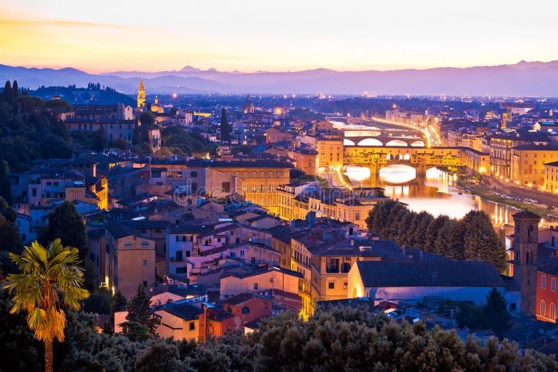 Εικονική παράσταση πόλης της Φλωρεντίας και άποψη ηλιοβασιλέματος ποταμών arno στοκ εικόνα με δικαίωμα ελεύθερης χρήσης