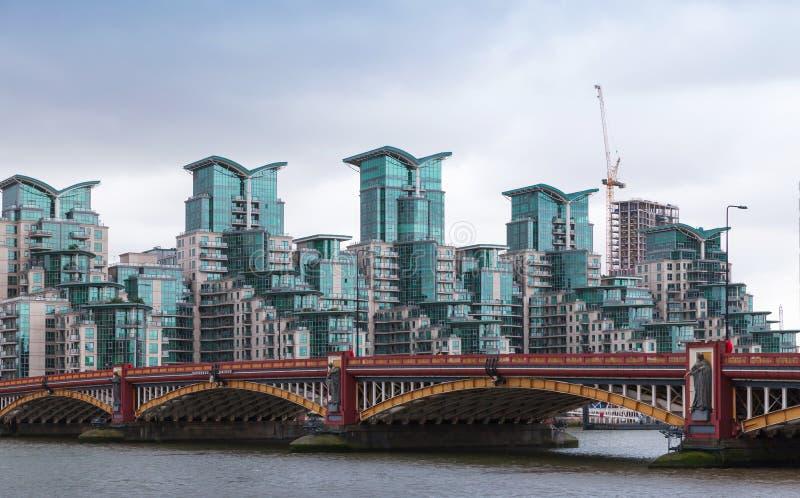 Εικονική παράσταση πόλης του Λονδίνου, γέφυρα Wauxhall στοκ φωτογραφία με δικαίωμα ελεύθερης χρήσης