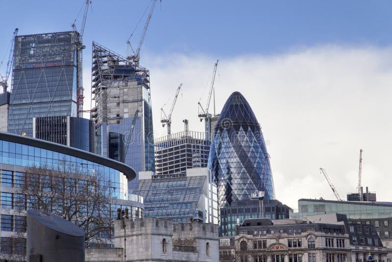 Εικονική παράσταση πόλης του Λονδίνου πέρα από τον ποταμό Τάμεσης με μια άποψη του aka τσεκουριών 30 ST Mary το αγγούρι, Λονδίνο, στοκ εικόνες με δικαίωμα ελεύθερης χρήσης