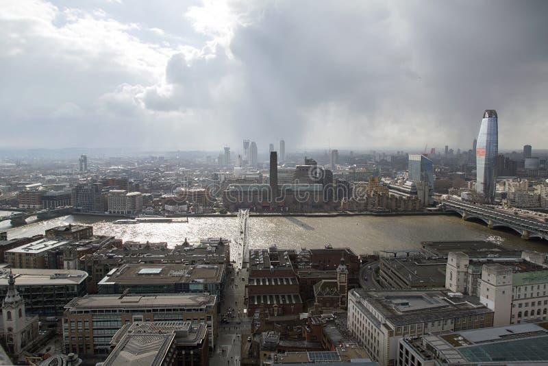 Εικονική παράσταση πόλης του Tate Modern πέρα από τον ποταμό του Τάμεση στοκ εικόνα με δικαίωμα ελεύθερης χρήσης