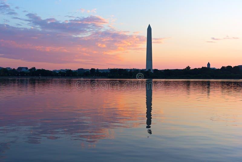 Εικονική παράσταση πόλης του Washington DC στην ανατολή μια καυτή θερινή ημέρα στοκ φωτογραφίες