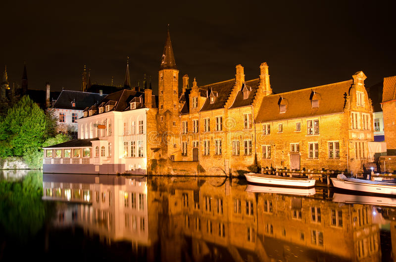 Εικονική παράσταση πόλης νύχτας στοκ εικόνες με δικαίωμα ελεύθερης χρήσης