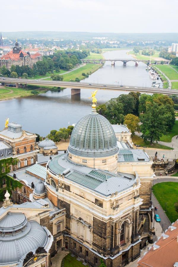 Εικονική παράσταση πόλης της Δρέσδης και του ποταμού Elbe στοκ εικόνες