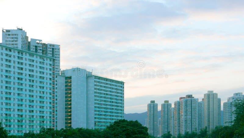 Εικονική παράσταση πόλης, cloudscape και ουρανός κατοικημένων κτηρίων στοκ εικόνες
