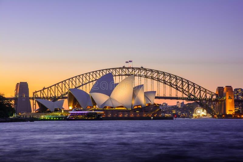 Εικονικό ηλιοβασίλεμα Οπερών και γεφυρών του Σίδνεϊ, Αυστραλία στοκ εικόνες
