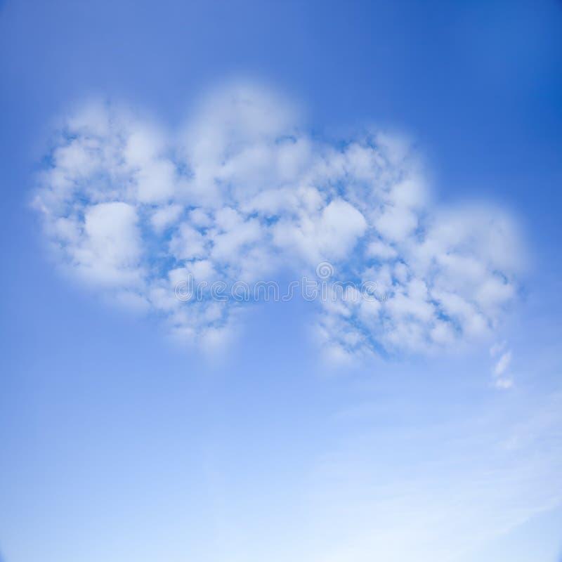 Εικόνα ένα σύννεφο καρδιών στο μπλε ουρανό στοκ φωτογραφίες