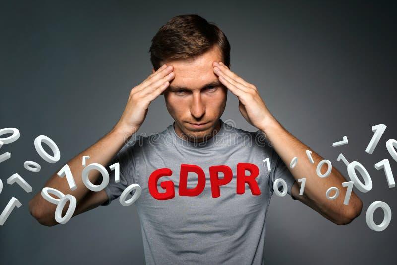 Εικόνα έννοιας GDPR Γενικός κανονισμός προστασίας δεδομένων, η προστασία των προσωπικών στοιχείων στην Ευρωπαϊκή Ένωση Νεαρός άνδ στοκ φωτογραφία