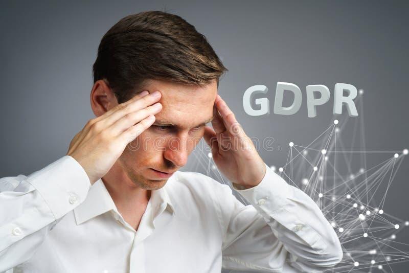 Εικόνα έννοιας GDPR Γενικός κανονισμός προστασίας δεδομένων, η προστασία των προσωπικών στοιχείων στην Ευρωπαϊκή Ένωση Νεαρός άνδ στοκ εικόνες με δικαίωμα ελεύθερης χρήσης