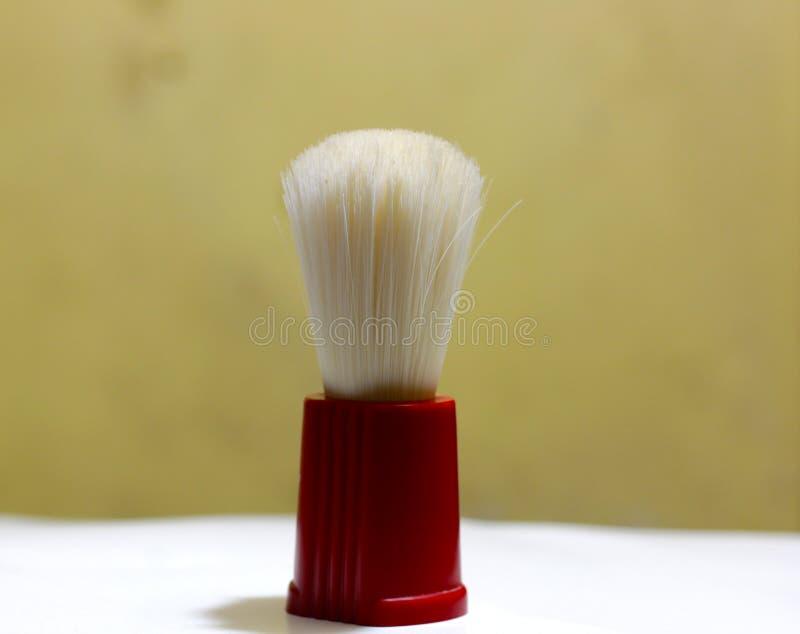 Εικόνα αποθεμάτων μιας κόκκινης βούρτσας ξυρίσματος για τον καλλωπισμό στοκ εικόνα με δικαίωμα ελεύθερης χρήσης