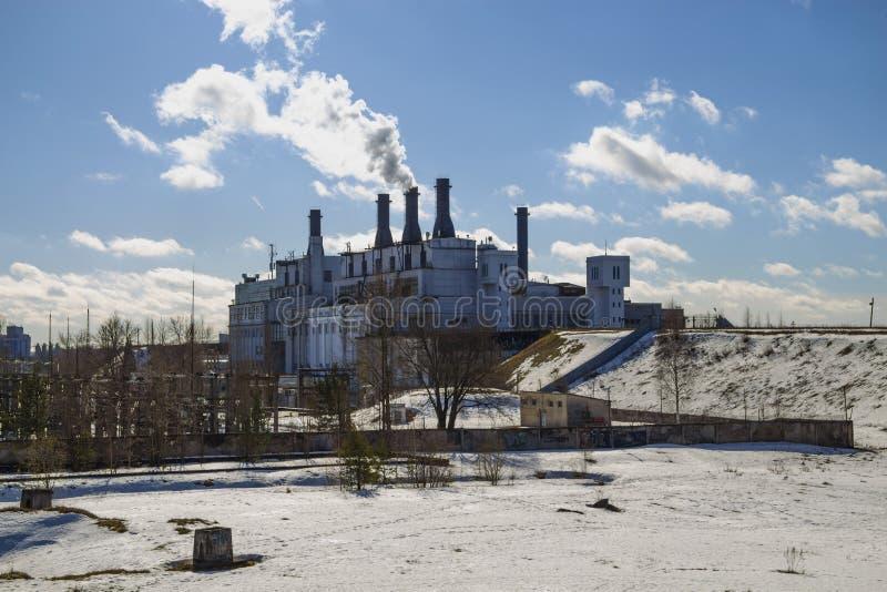 Εγκαταστάσεις θερμικής παραγωγής ενέργειας Εικόνα εργασίας στοκ εικόνες