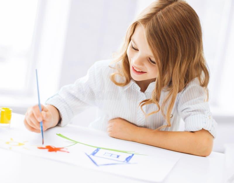 Εικόνα ζωγραφικής μικρών κοριτσιών στοκ εικόνες