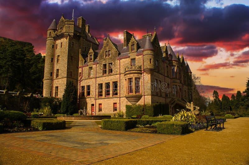 Εικόνα ηλιοβασιλέματος του Μπέλφαστ Castle στη Βόρεια Ιρλανδία. στοκ εικόνες
