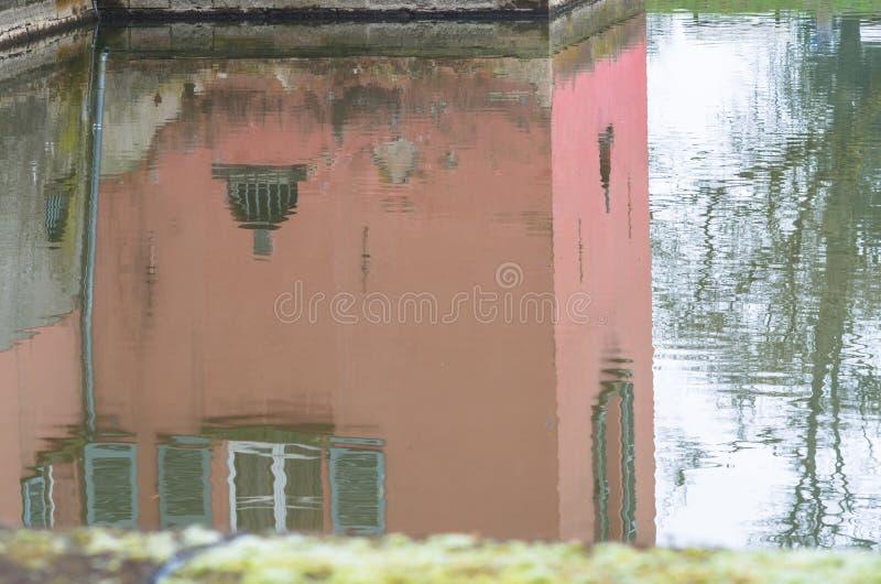 Εικόνα καθρεφτών ενός σπιτιού στοκ εικόνα