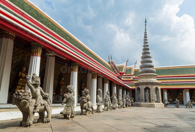Εικόνα και μνημείο του Βούδα στοκ φωτογραφία με δικαίωμα ελεύθερης χρήσης