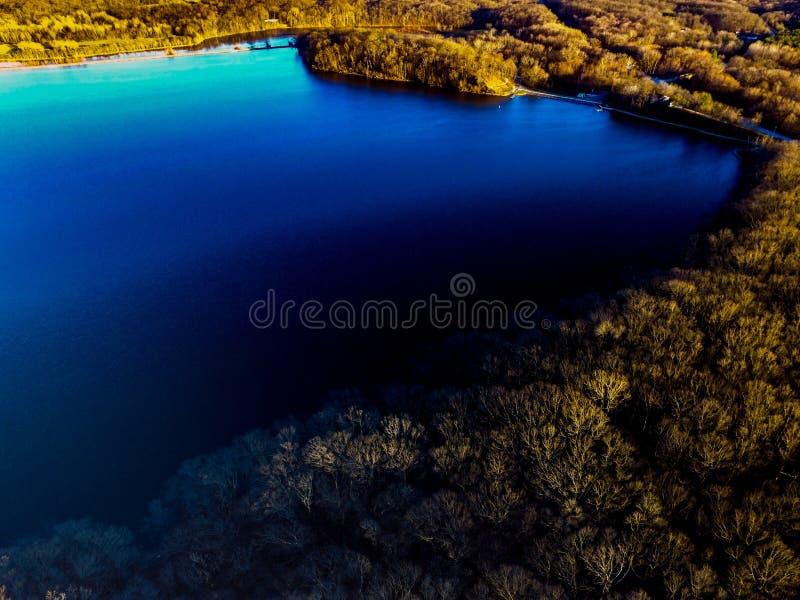 Εικόνα κηφήνων μιας λίμνης στην πτώση στοκ φωτογραφία με δικαίωμα ελεύθερης χρήσης