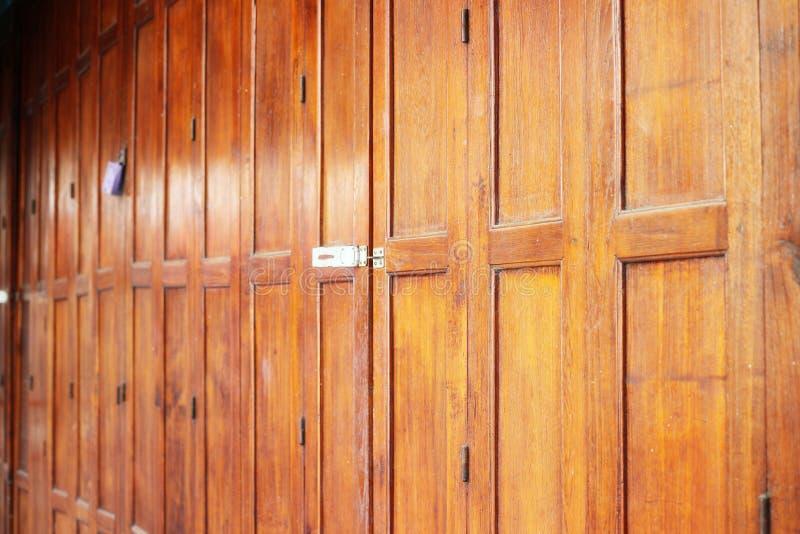 Εικόνα κινηματογραφήσεων σε πρώτο πλάνο του παλαιού ξύλινου διαστήματος αντιγράφων πορτών σπιτιών για το υπόβαθρο στοκ φωτογραφία με δικαίωμα ελεύθερης χρήσης