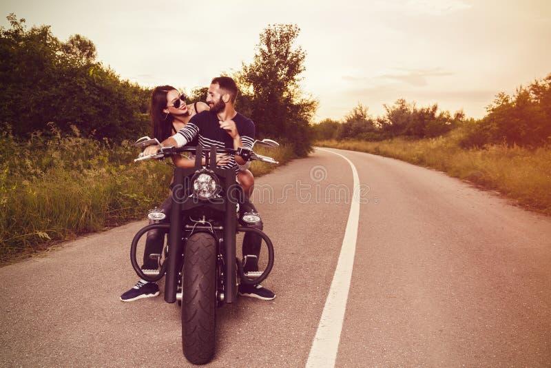 εικόνα με μερικούς όμορφους νέους ποδηλάτες στοκ φωτογραφίες με δικαίωμα ελεύθερης χρήσης