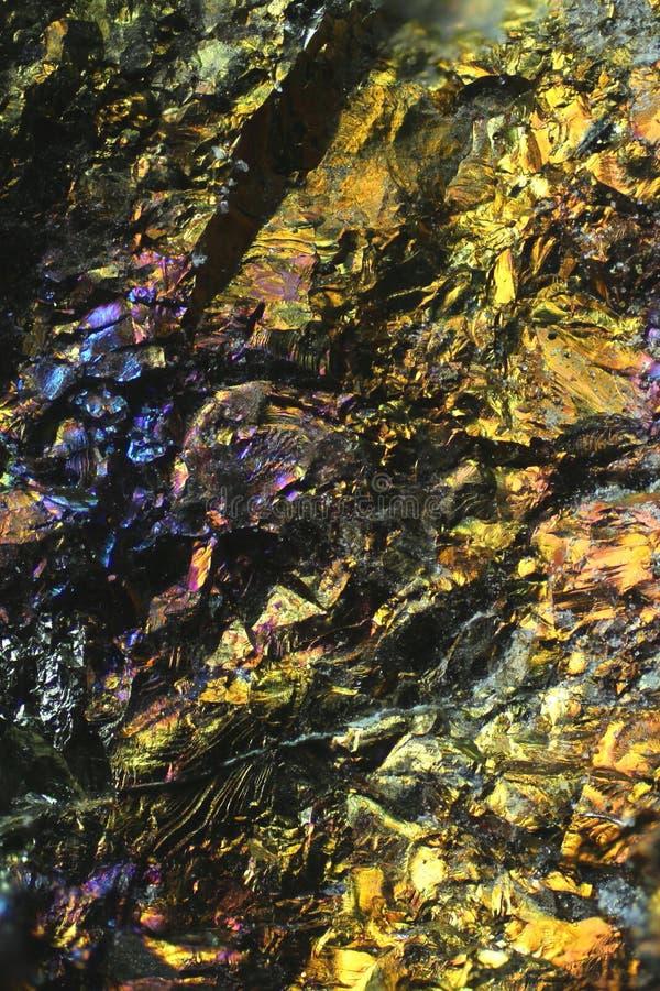 Εικόνα μικροσκοπίων του ζωηρόχρωμου μεταλλεύματος χαλκού στοκ φωτογραφία