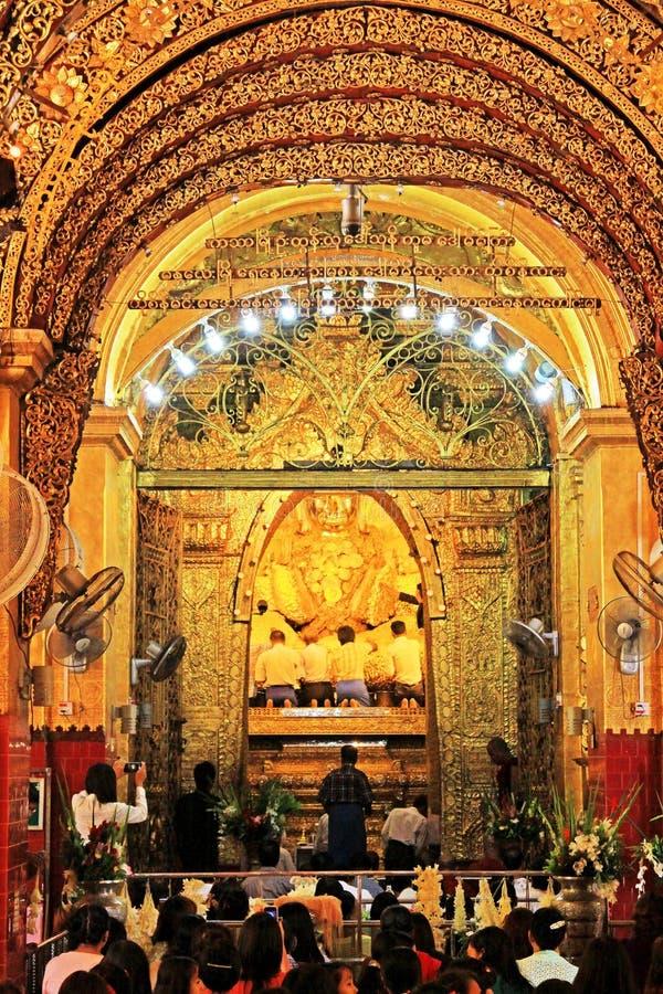 Εικόνα ναών ` s Mahamuni του Βούδα Mahamuni, Mandalay, το Μιανμάρ στοκ φωτογραφία με δικαίωμα ελεύθερης χρήσης