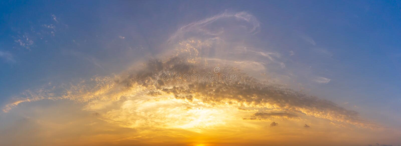 Εικόνα πανοράματος του ουρανού πρωινού και του υποβάθρου φύσης σύννεφων στοκ φωτογραφίες με δικαίωμα ελεύθερης χρήσης