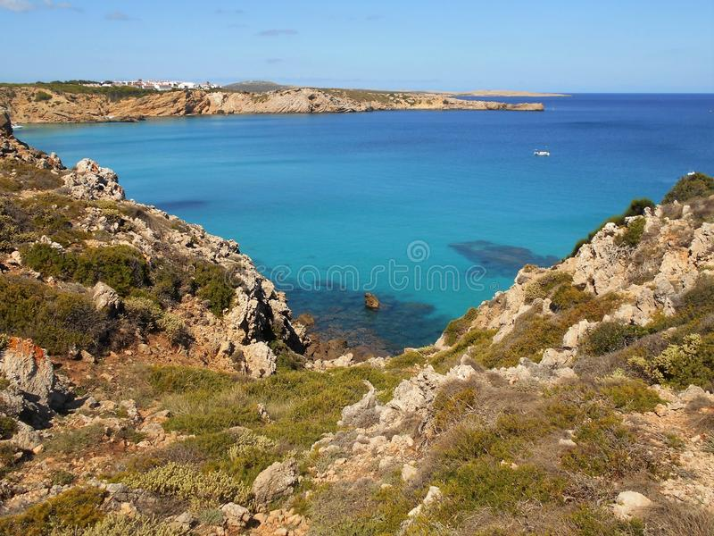 Εικόνα της ακτής του νησιού Baeutiful Menorca στην Ισπανία Ένας φυσικός παράδεισος στοκ εικόνες με δικαίωμα ελεύθερης χρήσης
