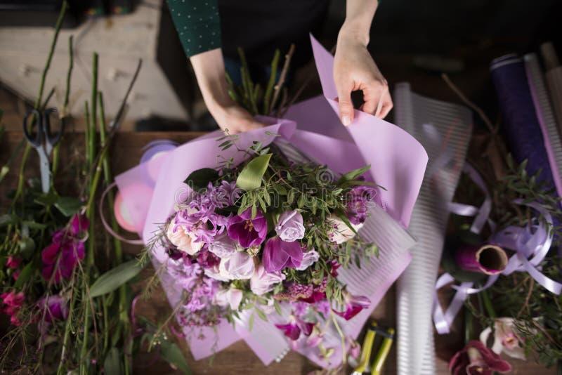 Εικόνα της ανθοδέσμης στο πορφυρό γάμμα στοκ φωτογραφίες