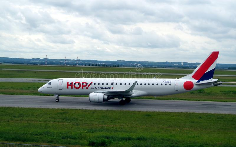 Εικόνα του αεροπλάνου ΛΥΚΙΣΚΟΥ για να απογειωθεί περίπου Ο ΛΥΚΙΣΚΟΣ είναι το εμπορικό σήμα των περιφερειακών πτήσεων που χρησιμοπ στοκ φωτογραφία με δικαίωμα ελεύθερης χρήσης