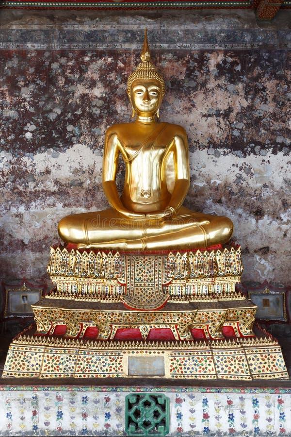 Εικόνα του Βούδα σε Wat Suthat στοκ εικόνες