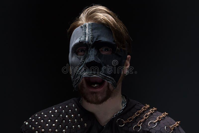 Εικόνα του ξανθού ατόμου στη μάσκα στοκ εικόνες με δικαίωμα ελεύθερης χρήσης