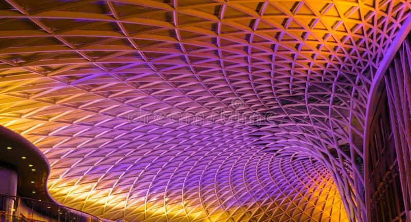 Εικόνα του σύγχρονου σιδηροδρομικού σταθμού επόμενης γενιάς στο Λονδίνο στοκ εικόνες με δικαίωμα ελεύθερης χρήσης