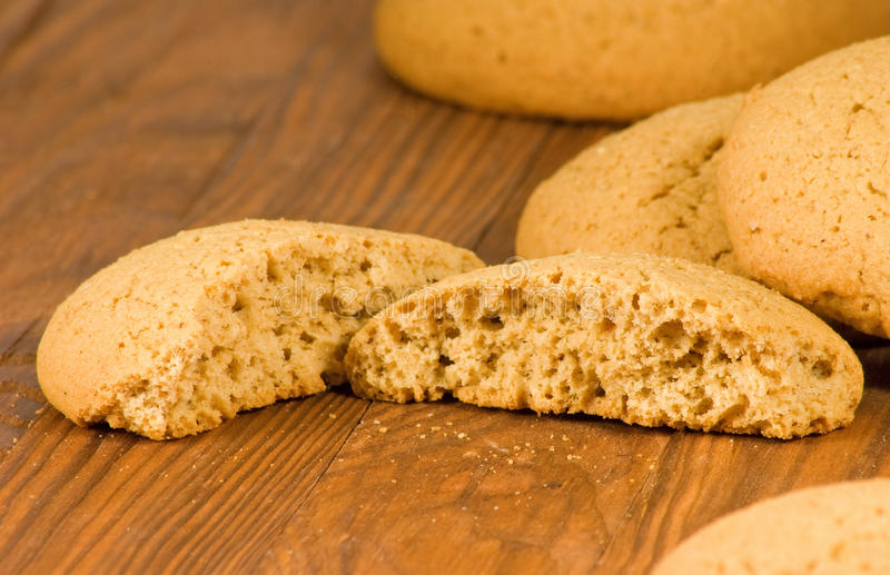Εικόνα των νόστιμων oatmeal μπισκότων στον πίνακα στοκ φωτογραφίες με δικαίωμα ελεύθερης χρήσης
