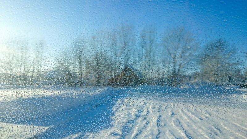 Εικόνα των πτώσεων νερού στο παράθυρο αυτοκινήτων απεικόνιση αποθεμάτων