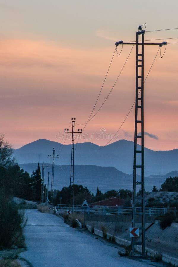Εικόνα των πύργων ηλεκτρικής ενέργειας στο ηλιοβασίλεμα στοκ φωτογραφία με δικαίωμα ελεύθερης χρήσης