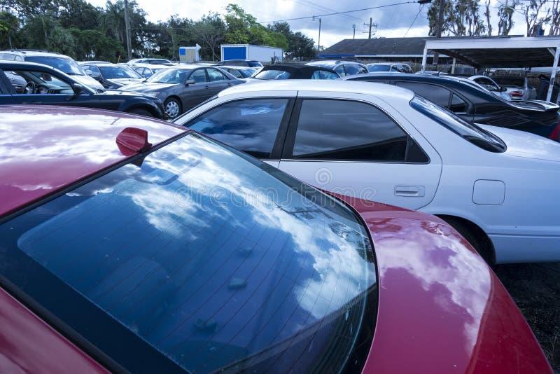 Εικόνα των σταθμευμένων αυτοκινήτων στοκ εικόνα