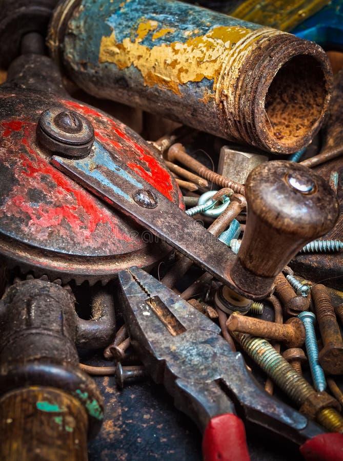 Εικόνα Grunge μιας στοίβας των παλαιών εργαλείων στοκ εικόνες με δικαίωμα ελεύθερης χρήσης