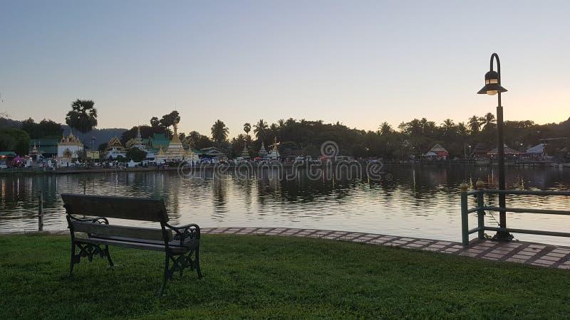 Ειρηνική άποψη της λίμνης γιων της Mae Hong στην Ταϊλάνδη στοκ εικόνες