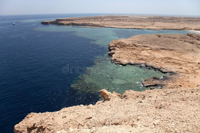Ειρηνικός κόλπος βράχου στην περιοχή Ερυθρών Θαλασσών, sinai, Αίγυπτος βαμμένος στοκ φωτογραφία
