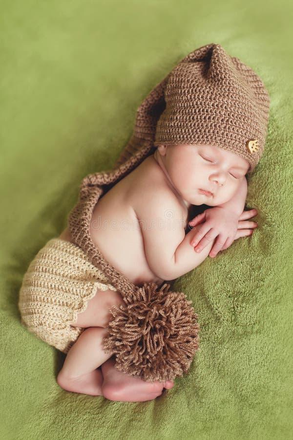 Ειρηνικός ύπνος ενός νεογέννητου μωρού στοκ εικόνες
