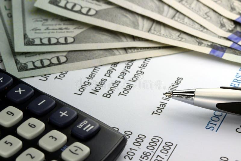 Εισοδηματική δήλωση επιχειρησιακής λογιστικής με το αμερικανικό νόμισμα στοκ εικόνα με δικαίωμα ελεύθερης χρήσης