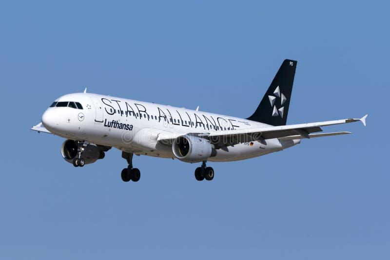 Ειδικό airbus της Lufthansa χρώματος σχεδίου στοκ εικόνες