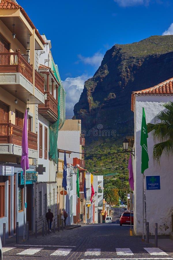 Ειδυλλιακή οδός στην παλαιά πόλη των σιλό Los, Tenerife, Κανάριο νησί στοκ φωτογραφία με δικαίωμα ελεύθερης χρήσης