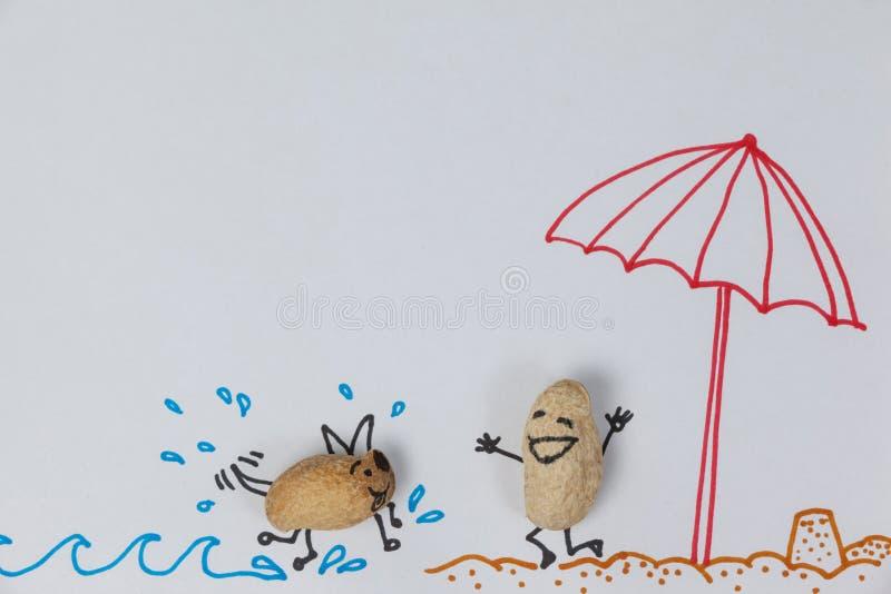 Ειδώλιο ενός σκυλιού που τρέχει προς ένα ευτυχές ειδώλιο ενός ατόμου στην παραλία απεικόνιση αποθεμάτων