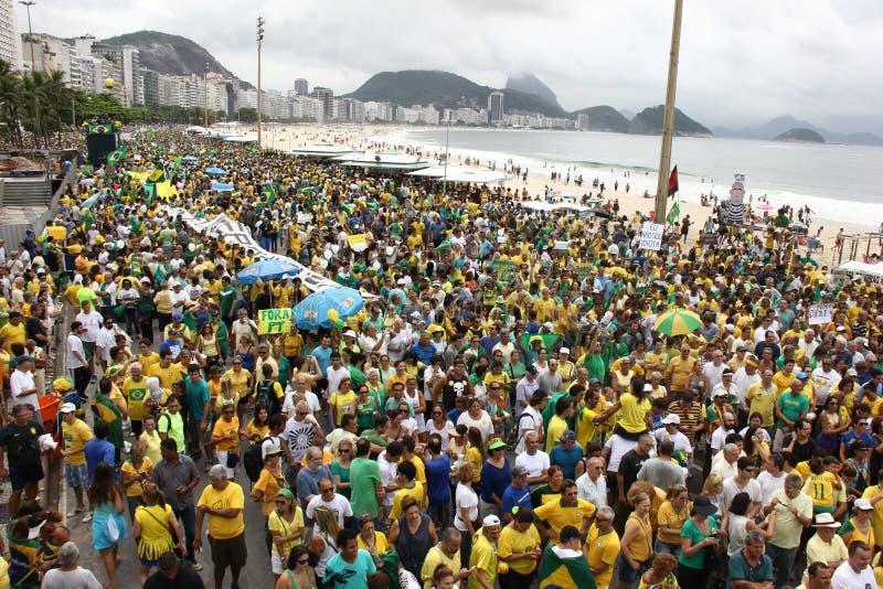 Εκατομμύρια της κλήσης Βραζιλιάνων για την κατηγορία Dilma Rousseff στοκ εικόνα με δικαίωμα ελεύθερης χρήσης