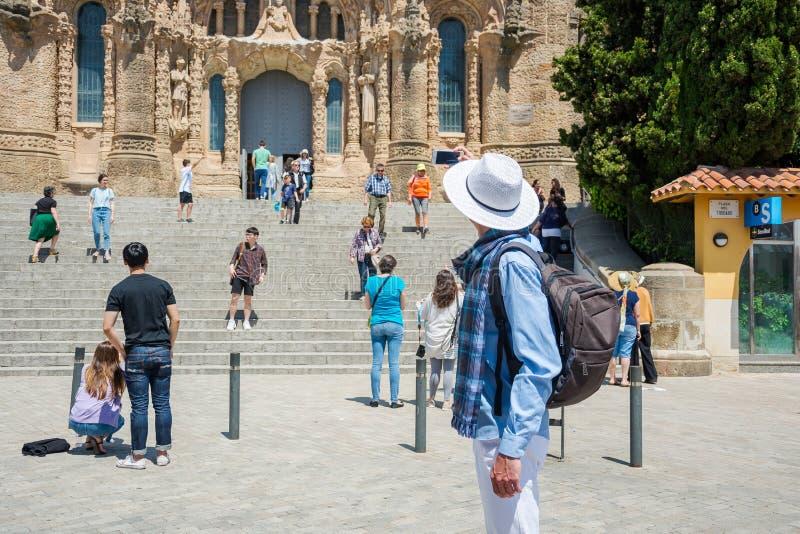 εκδοτικός Το Μάιο του 2018 Τουρίστες κοντά στην πρόσοψη του ναού στοκ εικόνες