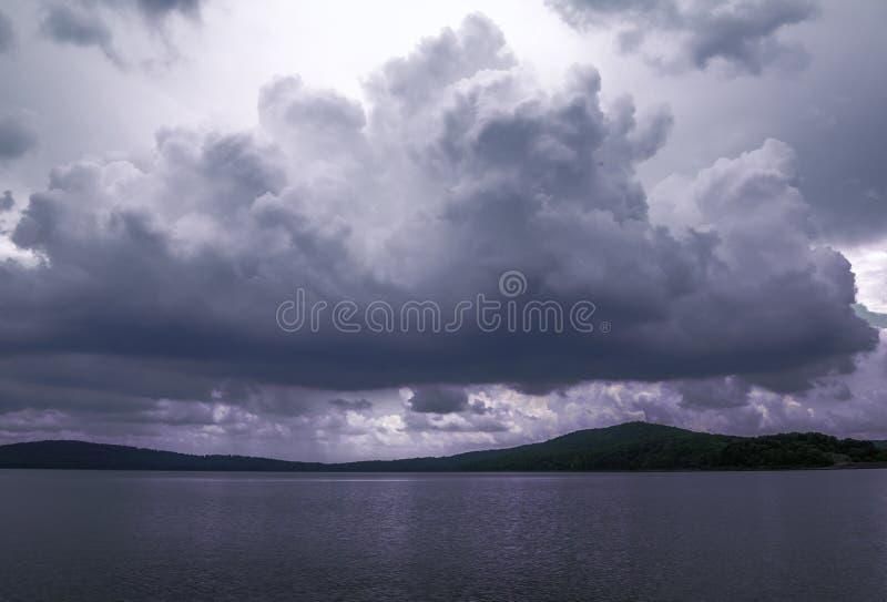 Εκείνο το τρομερό σύννεφο στοκ φωτογραφίες με δικαίωμα ελεύθερης χρήσης