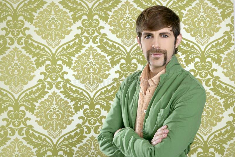Εκκεντρικός αναδρομικός πωλητής ατόμων mustache geek στοκ εικόνα με δικαίωμα ελεύθερης χρήσης