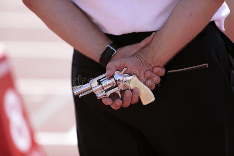 Εκκινητής με ένα αρχικό πιστόλι στοκ εικόνες