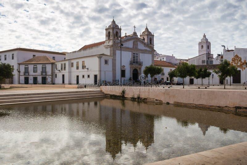 Εκκλησία και η αντανάκλασή του, Λάγκος, Πορτογαλία στοκ φωτογραφία με δικαίωμα ελεύθερης χρήσης