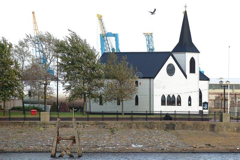 εκκλησία νορβηγικά του Κάρντιφ κόλπων στοκ εικόνες