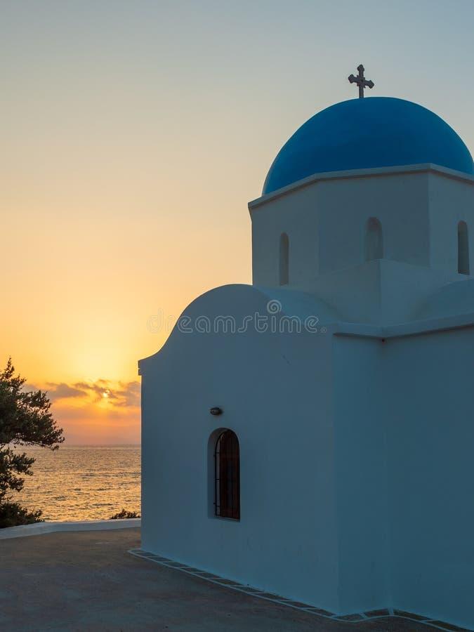 εκκλησία στα ελληνικά νησιά Paros στην ανατολή στοκ εικόνες με δικαίωμα ελεύθερης χρήσης